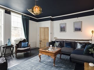 THE TOWNHOUSE, 6 bedrooms, Whitby