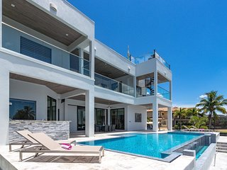 Luxury Villa Cosmopolitan