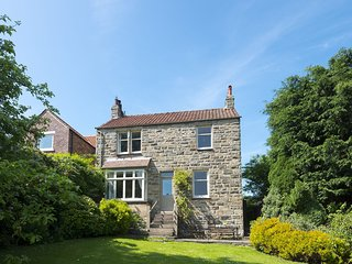 SOUTH VIEW COTTAGE, 6 bedrooms, Whitby