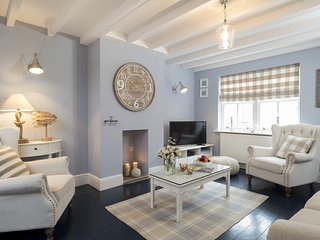 ADVENTURE COTTAGE, 6 bedrooms, Whitby