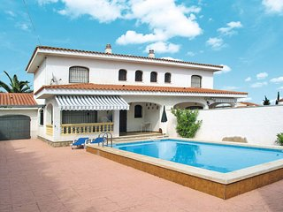 3 bedroom Villa with Pool and Walk to Beach & Shops - 5789588