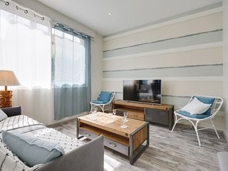 2 bedroom Apartment with Air Con, WiFi and Walk to Beach & Shops - 5807041