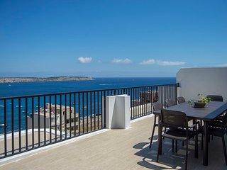 Mellieha - Modern Penthouse Close to Sandy Beach, Large Terraces, Seaviews, WIFI