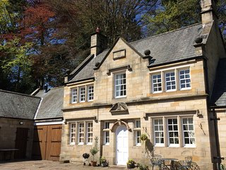 MANOR COTTAGE, 5 bedrooms, Whitby