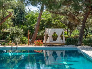 Villa Oasis, Coastal Villa with Pool and Garden by JJ Hospitality