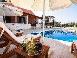 Spacious open plan 3 bedroom villa with pool