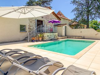Castelmoron-sur-Lot Villa Sleeps 6 with Pool - 5657605