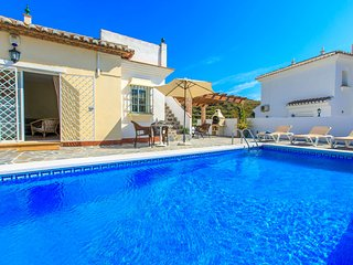5 bedroom Villa with Pool, Air Con and WiFi - 5809819