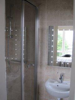 Main Bedroom's Ensuite Bathroom