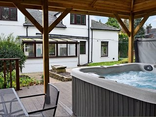 Woodsome Lodge sleeps 16 people in luxury all in beds with fantastic hot tub!!