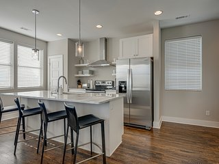 Townhouse with Rooftop | Walk to Belmont & 12South