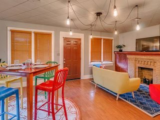 Canary Cottage-brighten your stay-central NW OKC