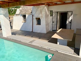 Beautiful trullo with pool and WiFi just 10 minutes from Martina Franca