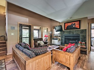 NEW! Rustic Condo w/Deck, 1mi to Angel Fire Resort