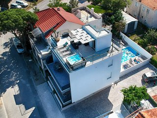 Romantic apartment with private Garden,Pool,Gym in Seaside villa,Vodice