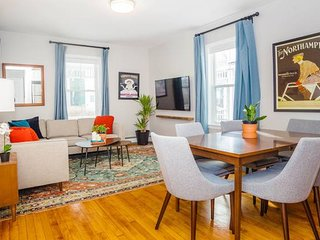 Stayloom's Bright Buttonwood House | near T