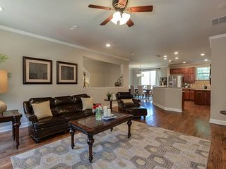 Stayloom's Classic Luxury Home    East Dallas