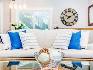 Stayloom's Palatial Luxury Oasis   near T