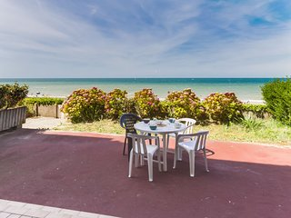 1 bedroom Apartment with WiFi and Walk to Beach & Shops - 5808345