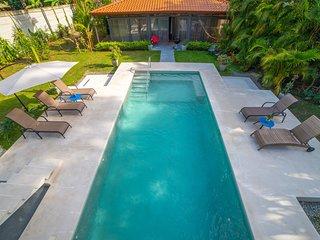 Villa Aragon - SALE - Book TODAY! Beautiful Villa w/ Pool 3' to Beach!