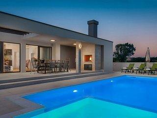 Beautiful Villa Lorena Dalmacija, with a Pool