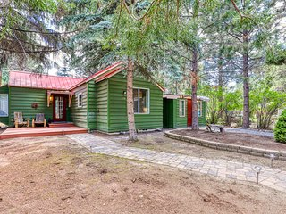 Convenient, refurbished, picturesque cottage near trails and the center of town