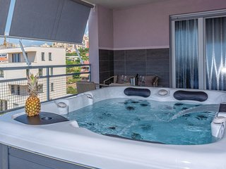 Amazing apartment in Split w/ Jacuzzi, WiFi and 3 Bedrooms