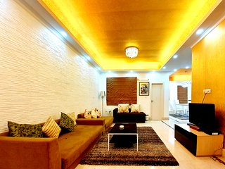 Urban Retreat: Premium 2 BHK Pent House by Easy Home Solution