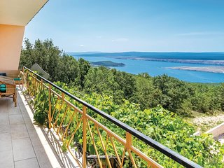 Stunning apartment in Smrika w/ WiFi and 2 Bedrooms
