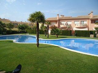 Casa con piscina comunitaria, gran zona ajardinada, cerca de la playa