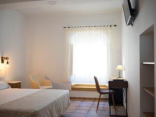 Casa senorial S. XIX en Monfrague cama matrimonio HAB 1