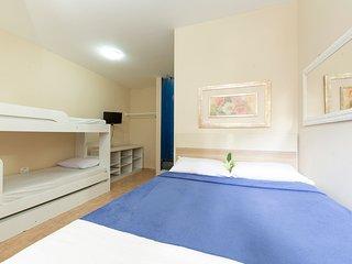Suite para 5 pessoas em Ponta Negra na frente do Rastape NAT-PN.QuartoMaior01/Ju