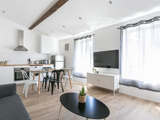 Spacious 2 bedrooms with A/C near Gare Saint Roch