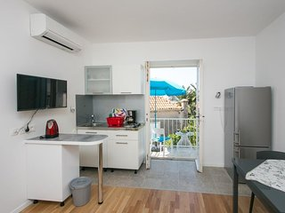 Apartment & Room Cvita - One-Bedroom Apartment with Balcony and Sea View