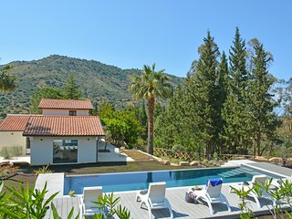 4 bedroom Villa with Pool, Air Con and WiFi - 5809885