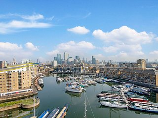 Splendid 3 Bedroom Apartment with Marina Views
