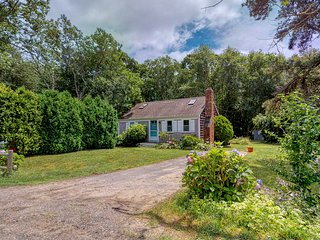 Cozy cottage w/ a furnished patio, full kitchen, & yard - walk to the harbor!
