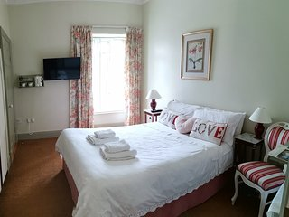 Abbey Crest Guests - Double Ensuite Room 1 with View of Boyle Abbey