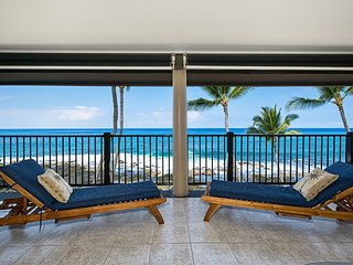 Remodeled oceanfront penthouse 2 bedroom condo w/~AC~ spectacular views, Kona Na