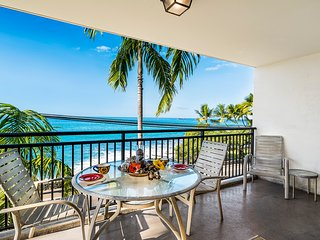 25% OFF! Ocean front condo, amazing ocean views, down town w/ AC, Kona Alii 201