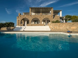 TERRA retreat,Parikia Paros,near Parasporos beach,private pool,stunning seaviews