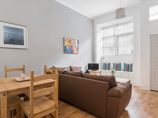 Main door Leith apt, free parking and wifi