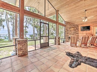 NEW! Welaka House w/Private Dock on St Johns River