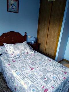 Habitación exterior y muy luminosa con cama de 1,05!