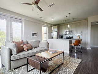 Sonder | Southtown Apartment | Bohemian 2BR + Pool