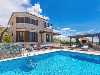 Beautiful luxury Villa - outdoor heated pool, terrace sea view, private parking,