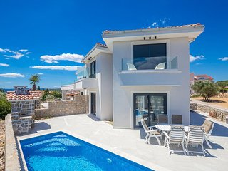 Krk Holiday Home Sleeps 6 with Pool Air Con and WiFi - 5810110