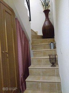 Armario, alacena y escalera exclusiva a la azotea-solarium.