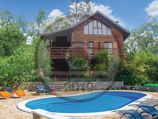 Beautiful home in Trstenik Puscanski w/ 2 Bedrooms