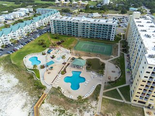 Upper-level condo w/ Gulf views, shared pool, hot tub, beach access
